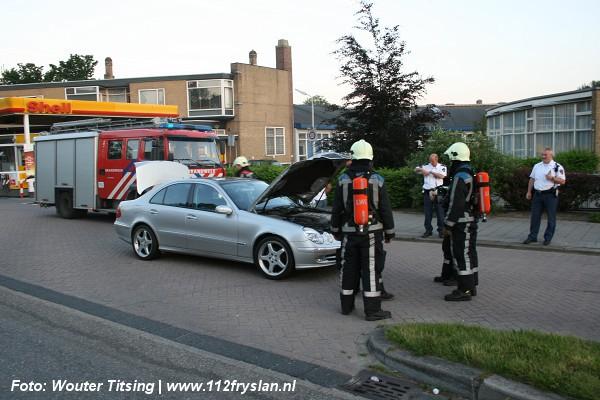 Mercedes stilgezet na brandlucht