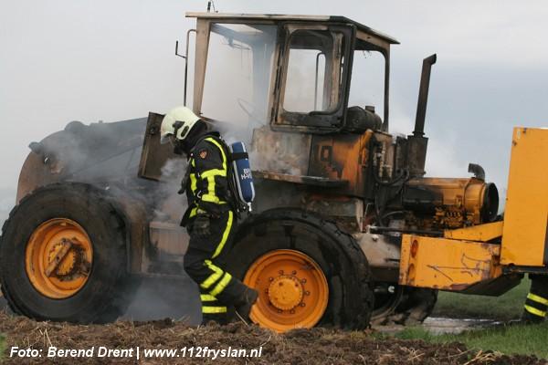 Shovel uitgebrand in Hoornsterzwaag