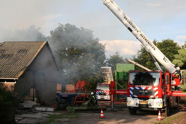 Schuur door brand verwoest (video)