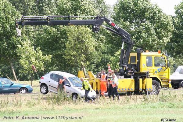 Auto in de sloot na aanrijding met vrachtwagen(foto update!)