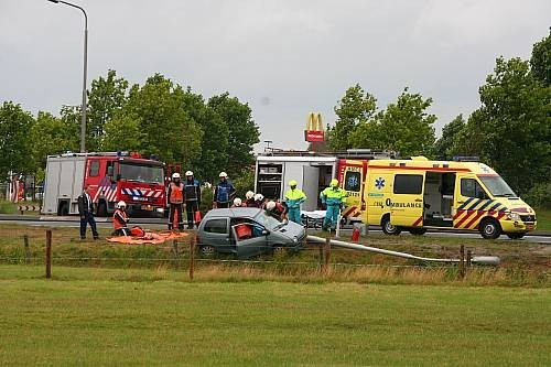 Automobiliste licht gewond bij aanrijding beknelling