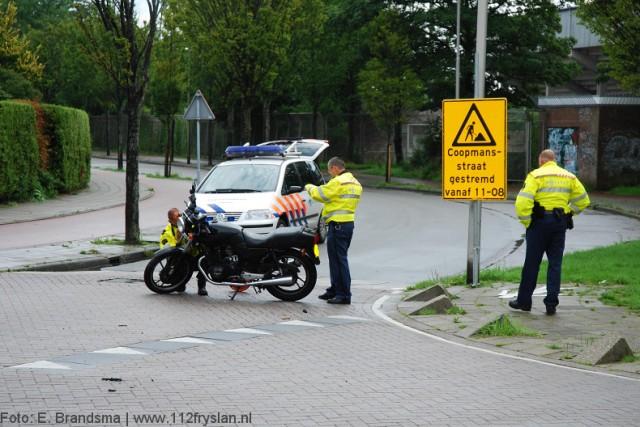 Motorrijder onderuit Coopmansstraat