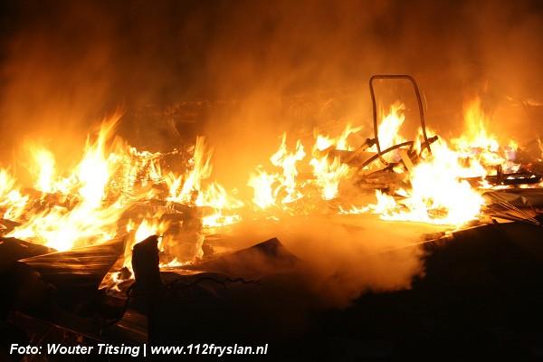 Keet brand tot grond toe af (Video)