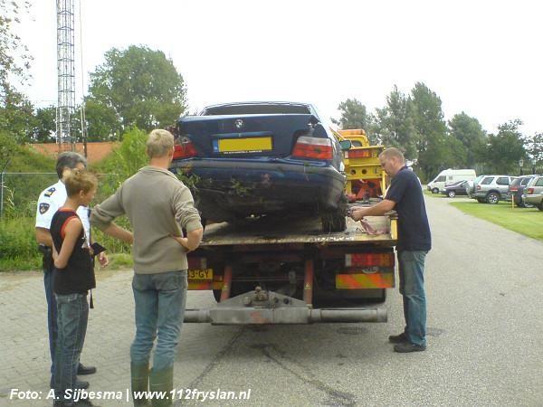 auto in sloot bij eenzijdig ongeval