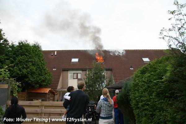 Uitslaande brand verwoest zolder (Foto update)