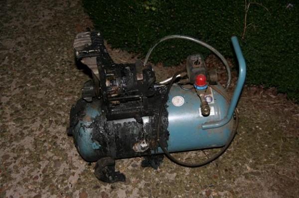 Compressor in brand in woning