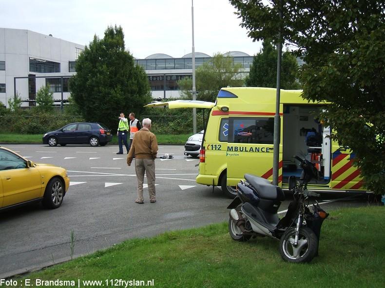 Scooter botst op auto : Twee gewonden