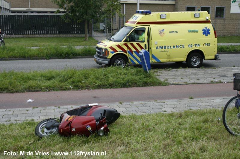 Brommer botst op fiets: jongen gewond
