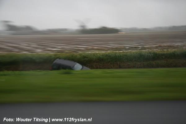 Auto raakt van weg