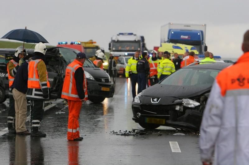 Ravage op Afsluitdijk : 10 gewonden