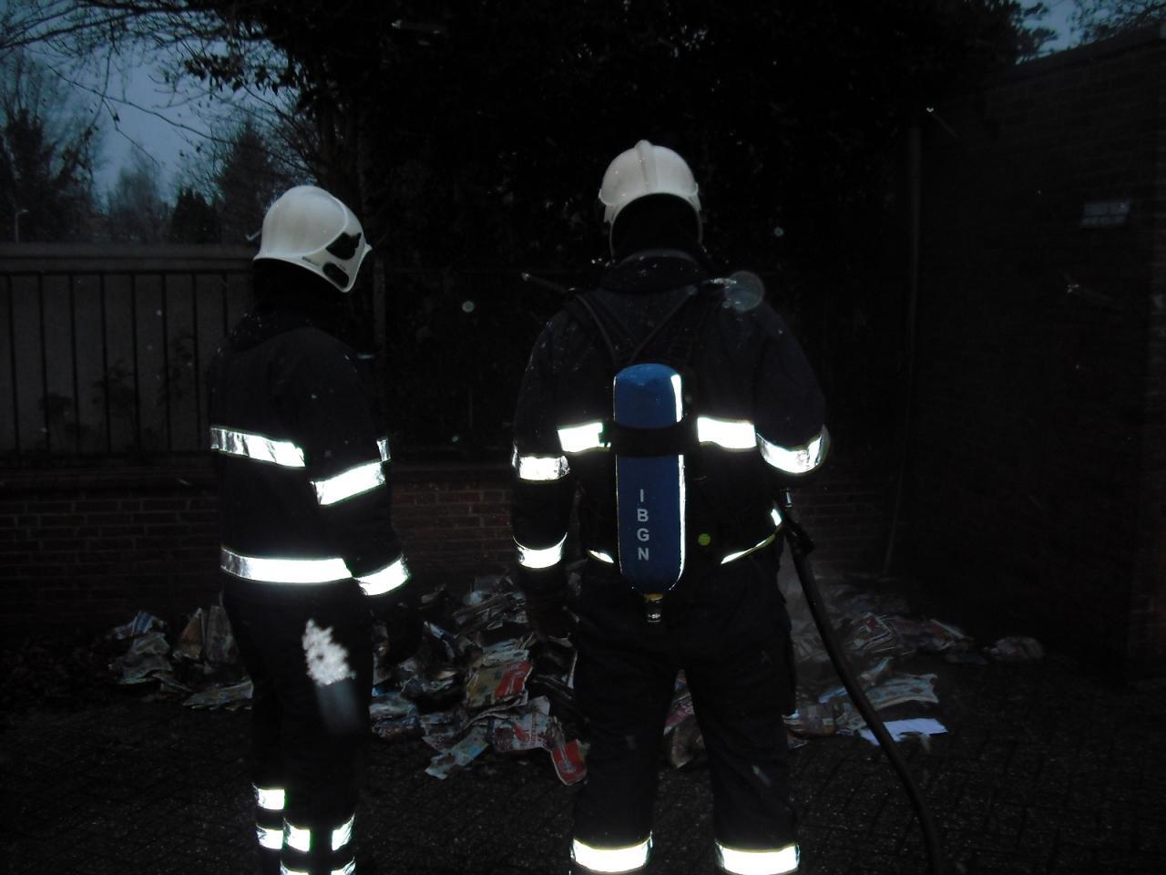 Afvalbrand achter PTT kantoor
