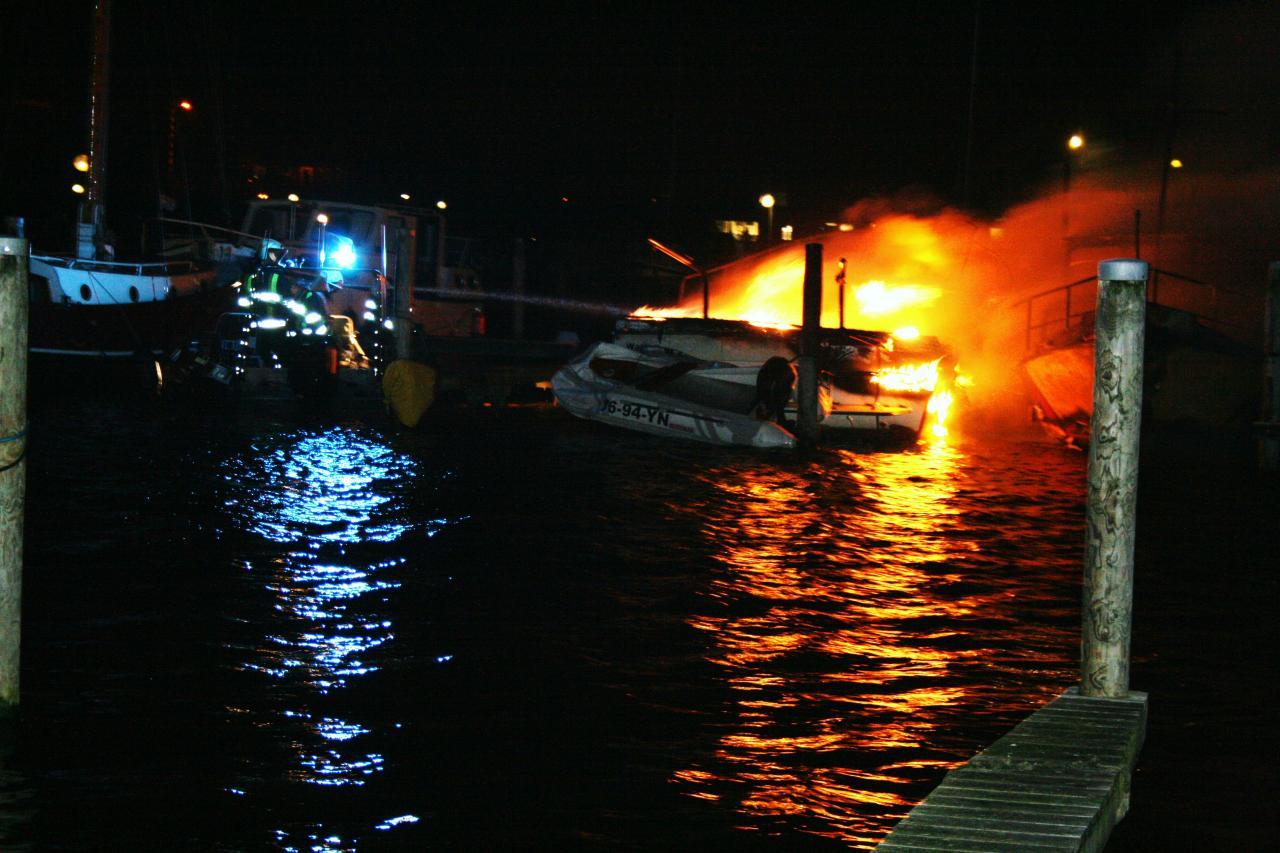 Boten verwoest door brand in jachthaven
