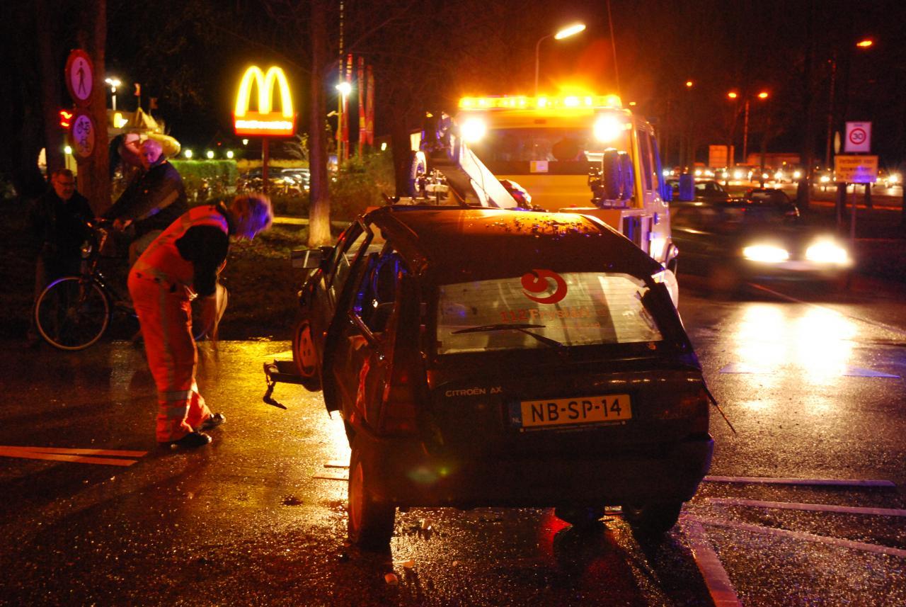 Beknelling op kruising bij McDonalds