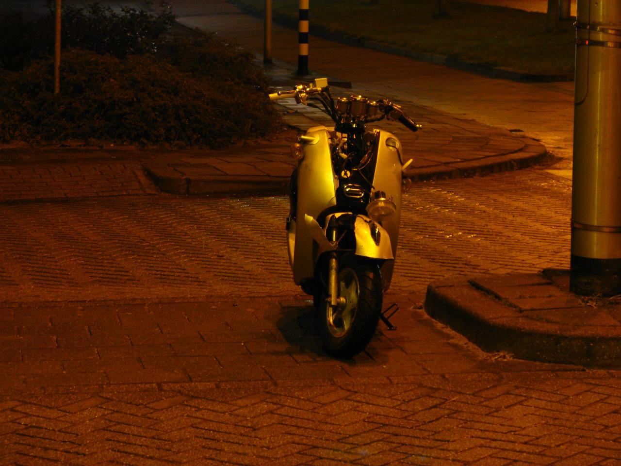 Kop-staart & aanrijding met scooter