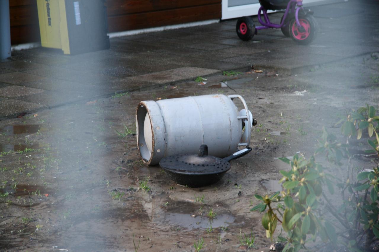 Schuurtje in brand door vlam in de pan