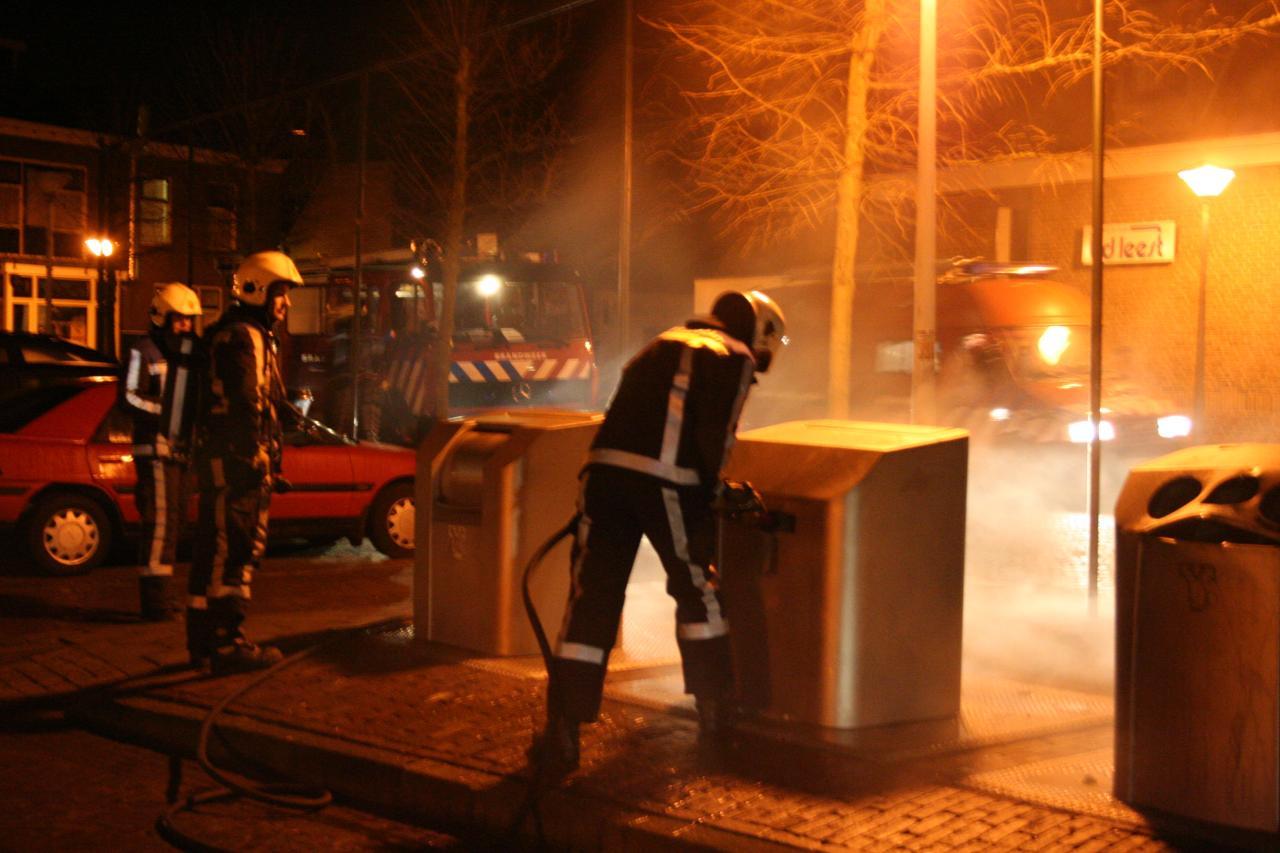 Containerbrand door vuurwerk