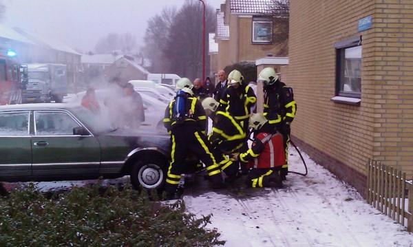 Motorcompartiment Mercedes brandt uit