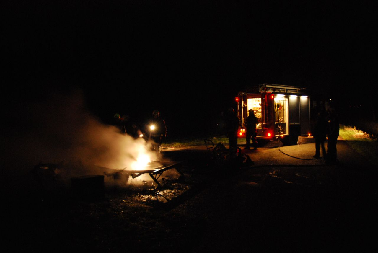 Brand verwoest oude caravan