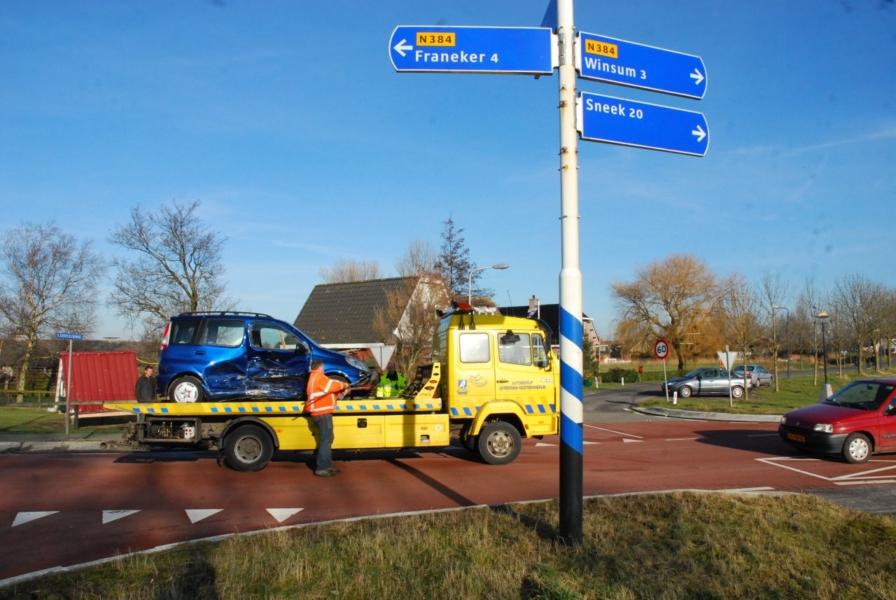 Twee auto's total loss bij ongeval Westerein