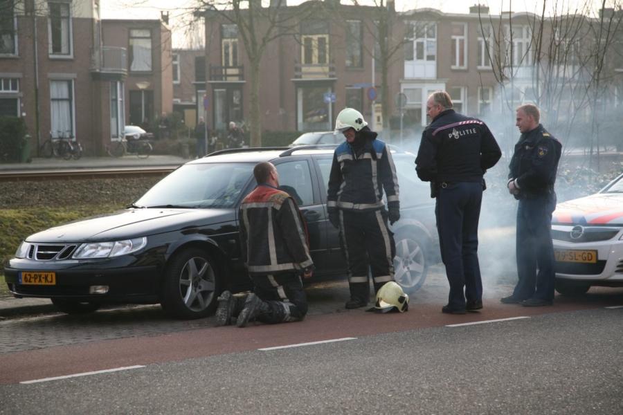 Brandweer rukt uit voor rokende standkachel