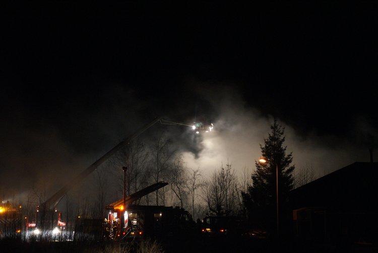 Uitslaande brand verwoest loods(Video)