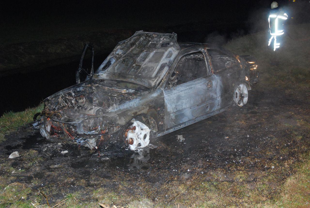 Auto totaal verwoest door brand