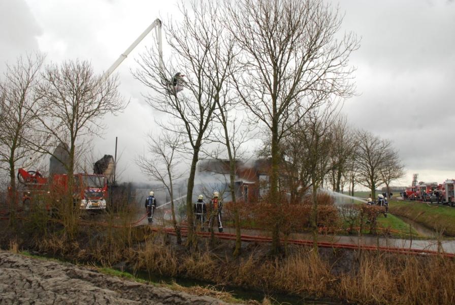Boerderij verwoest door brand