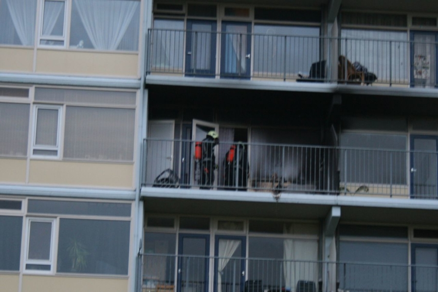 Brandende stoel op balkon(Nieuwe foto's!)