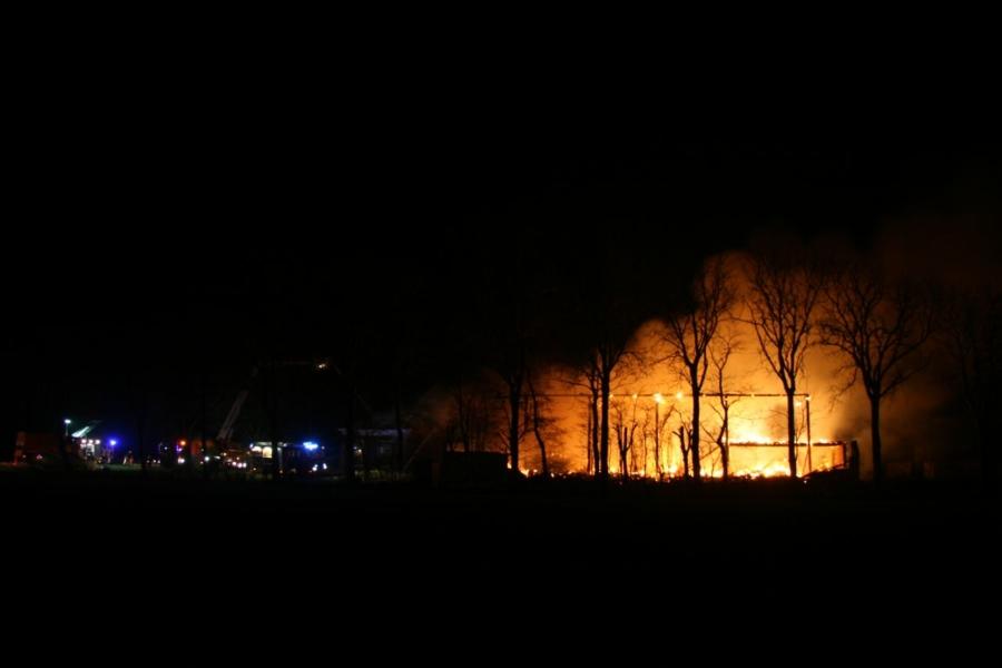Vuurzee verwoest boerderij