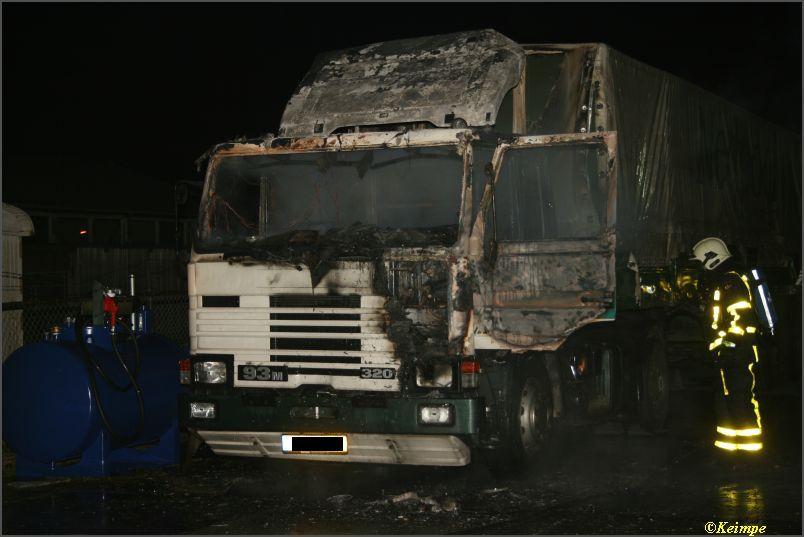Bedrijfsbrand blijkt brandende vrachtwagen
