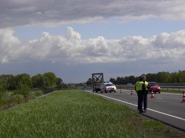 Auto ramt vangrail op Waldwei