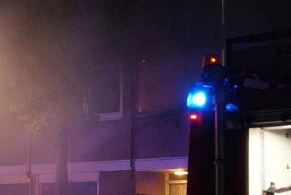 Uitslaande brand verwoest flatwoning