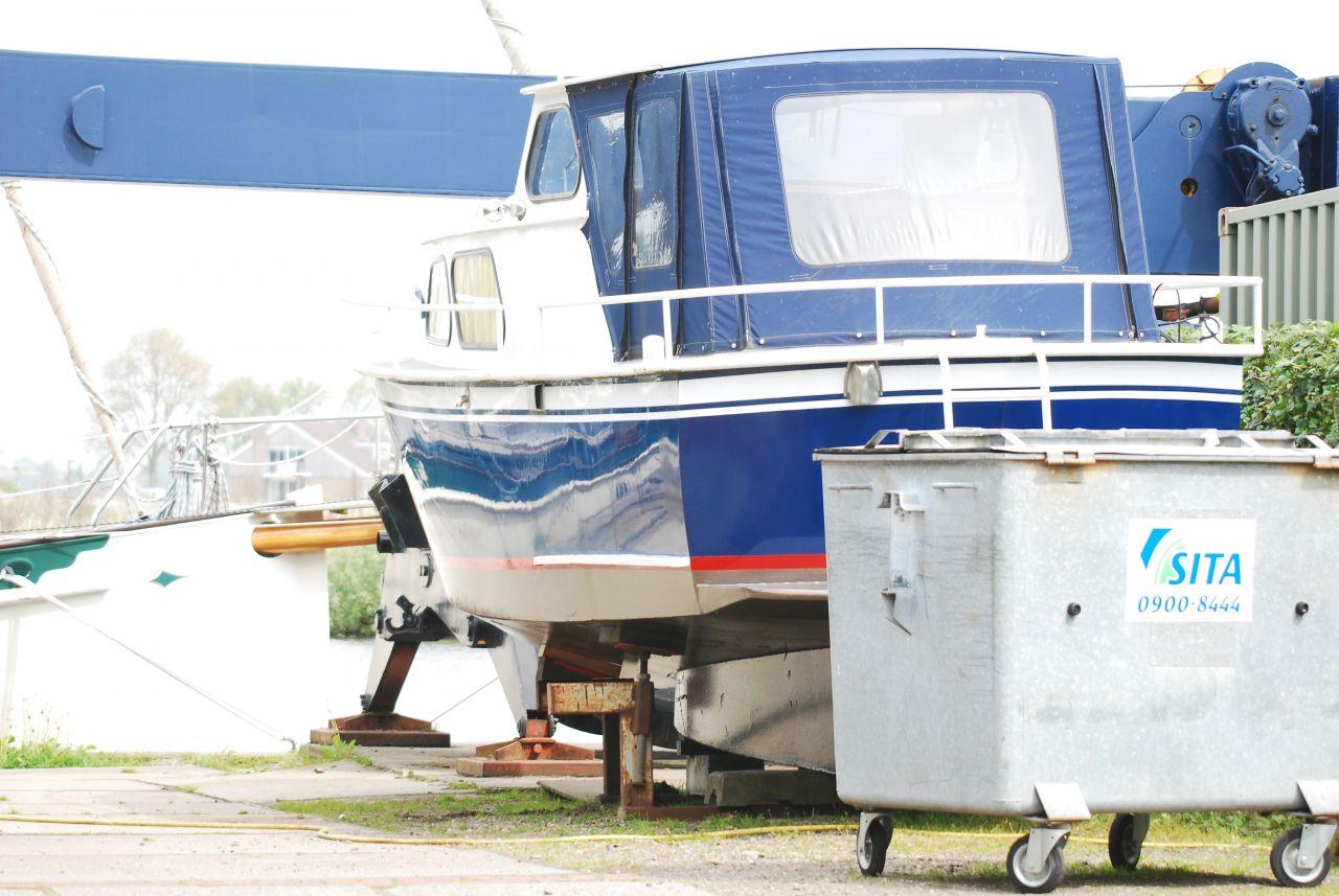 Man omgekomen bij werkzaamheden aan boot