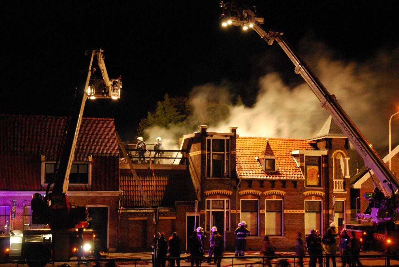 Drie huizen verwoest door grote brand