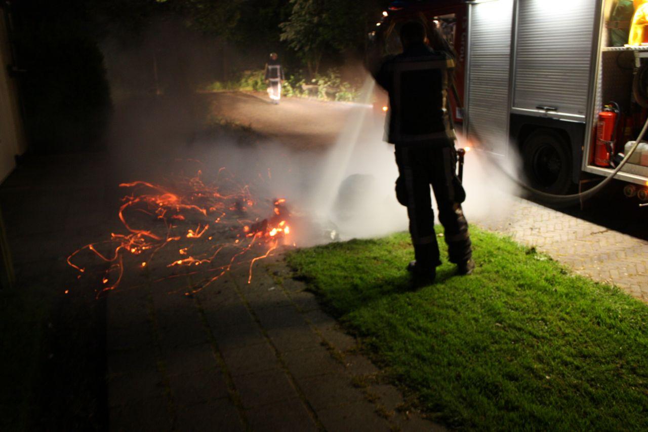 Zes Kliko's in vlammen opgegaan