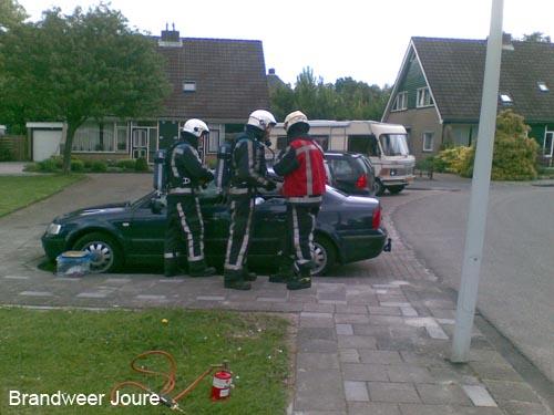 Gasfles lekt in dichte auto