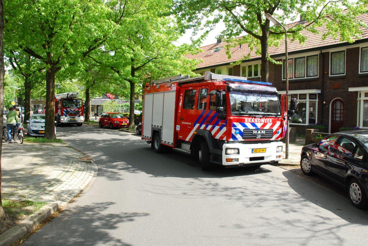 Buitenbrand blijkt brandende auto + nacontrole woningbrand