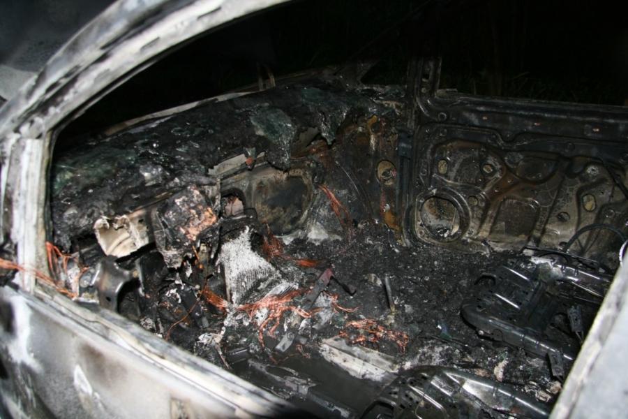 Auto uitgebrand nabij Westergoawei