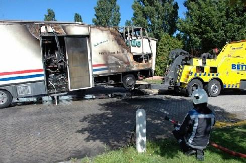 SRV wagen uitgebrand