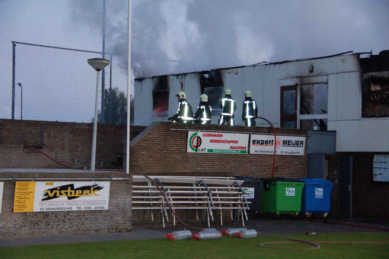 Grote brand verwoest sportcomplex
