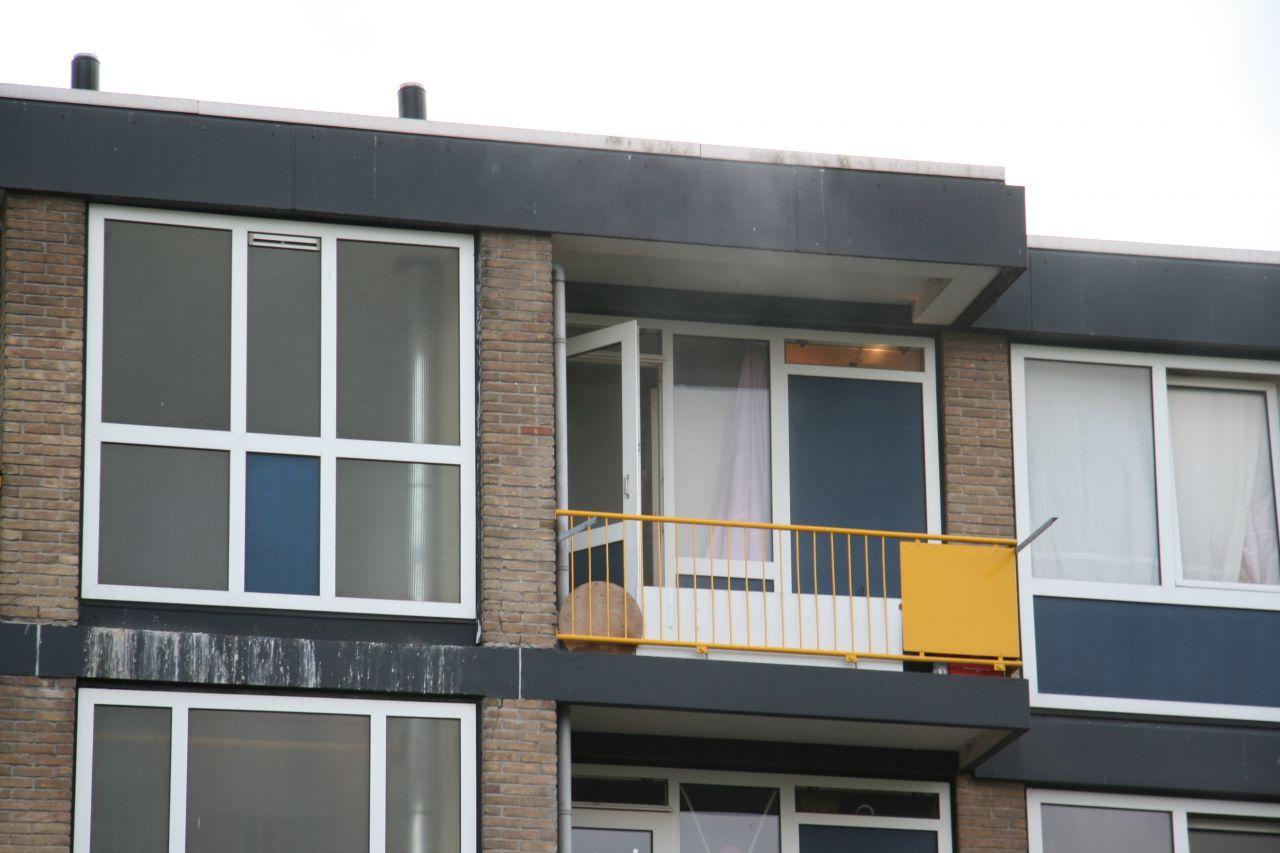 Brievenbus van woning in brand gestoken *video*