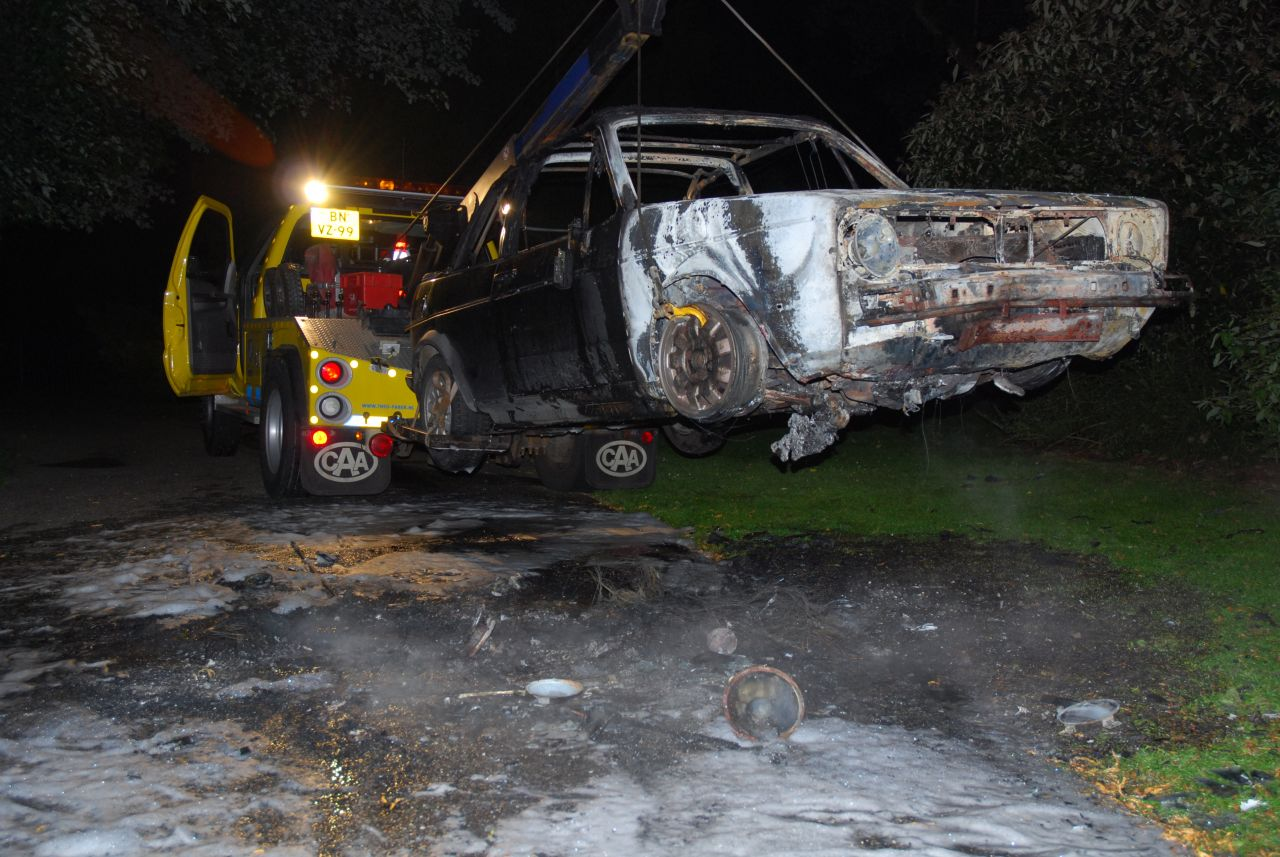 Auto in park uitgebrand *video update*