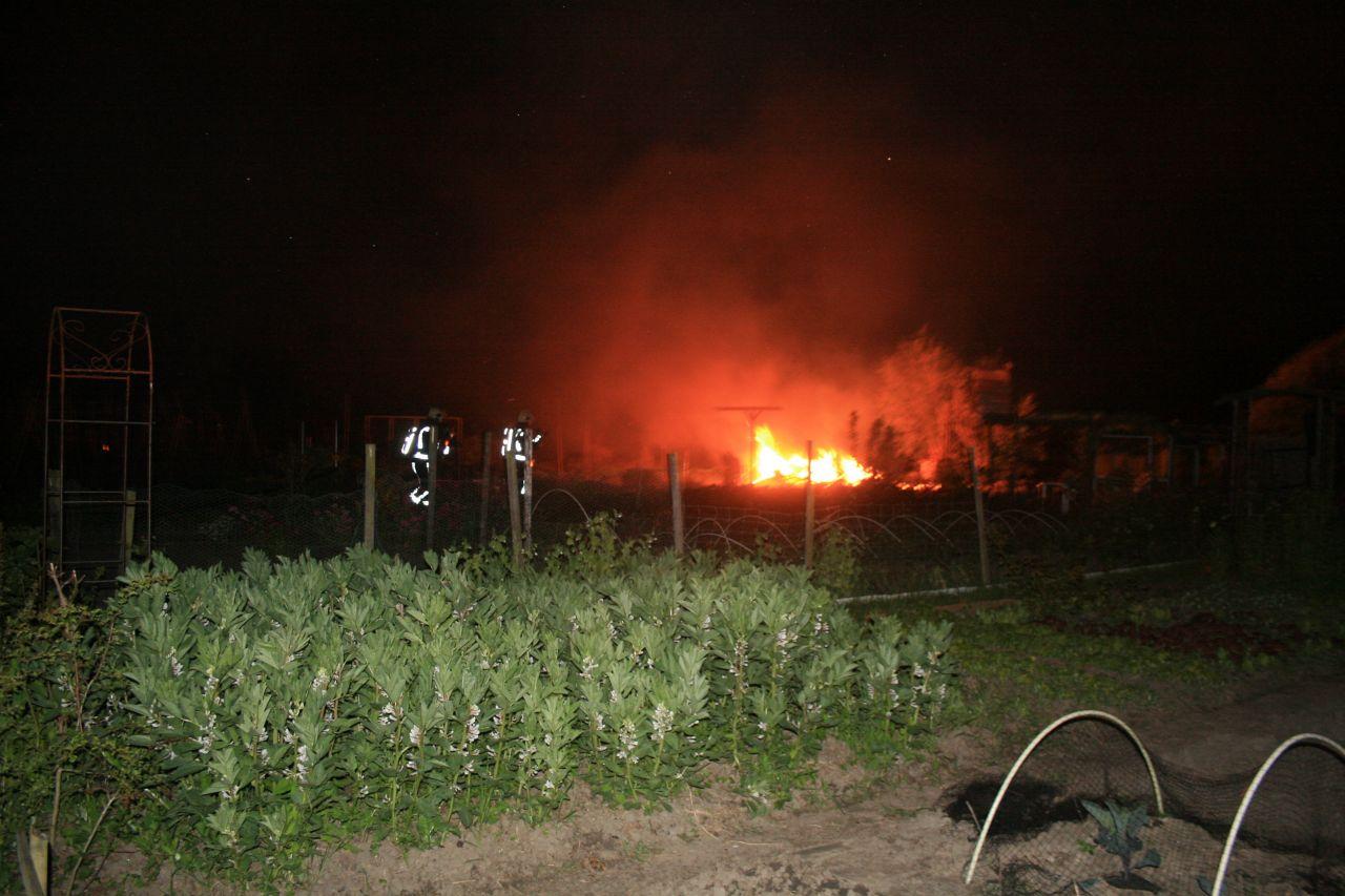 Buitenbrand in volkstuintjes Lekkum