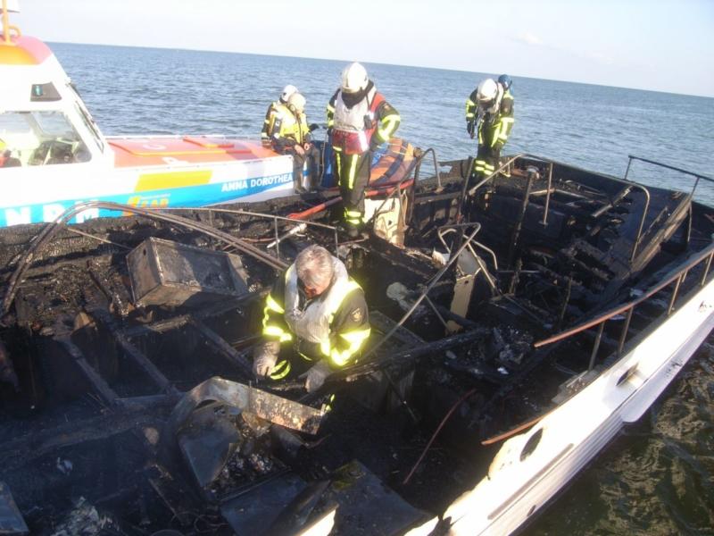 Boot in brand op IJsselmeer *foto update*