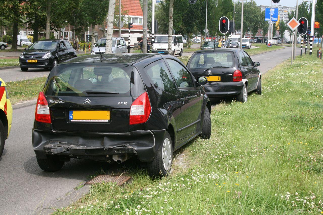 Kettingbotsing tussen vier voertuigen