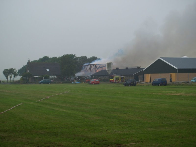 Boerderij in brand na blikseminslag