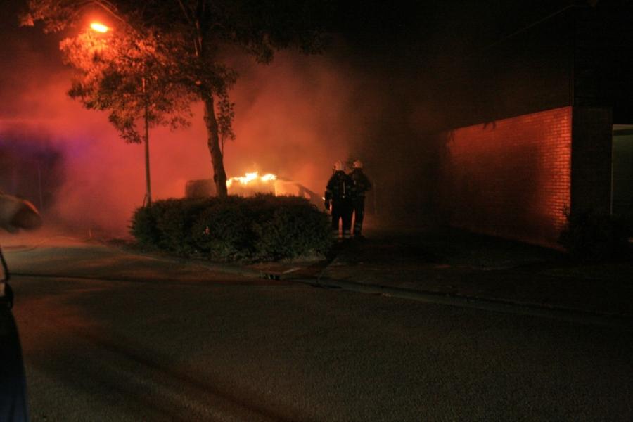 Felle uitslaande autobrand