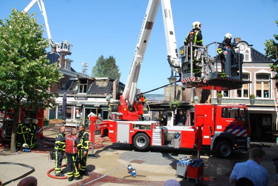 Zeer grote brand verwoest café's *Foto update*