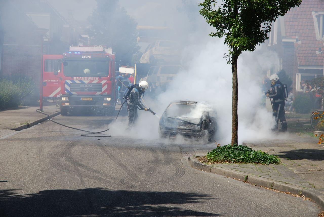 Driedubbele autobrand *Foto update*