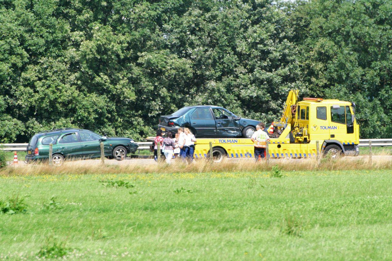 Auto's en caravan botsen op A7 *Update*
